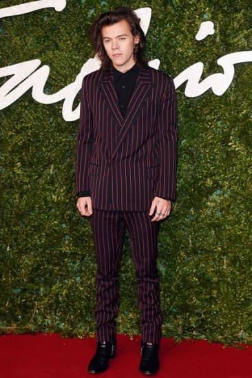 21-harry-styles-british-fashion-awards-vogue-1dec14-rex_b_426x639