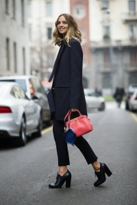 bright-bag-furry-fendi-charm-gave-menswear-inspired-look-girl-touch