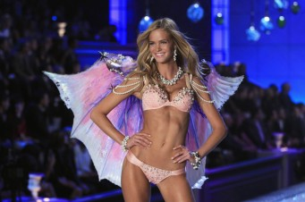 Erin Heatherton - Victorias Secret Fashion Show 2011-01-3000x1996