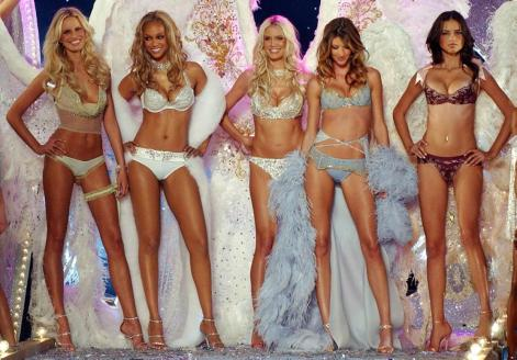 victoria-secret-fashion-show-2003